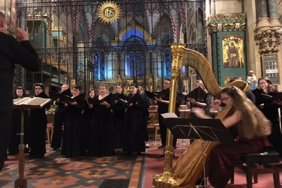 Holst Singers and harpist Sally Pryce