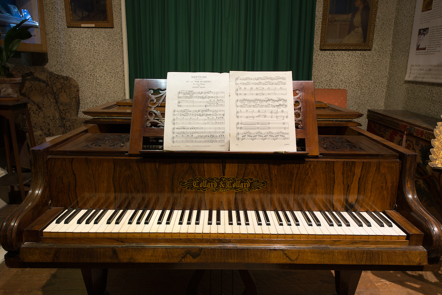 Recital on Holst's Piano