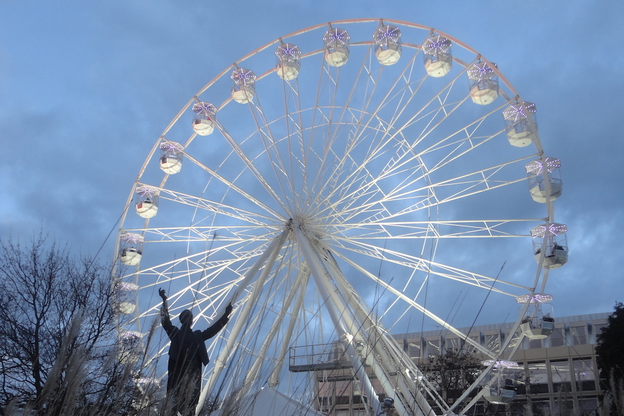 Gustav Holst statue with the observation wheel in Imperial Square