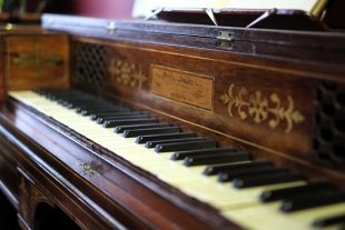 Holst piano